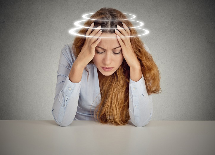 Can a person be light headed when having a panic attack?